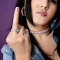 girl_finger